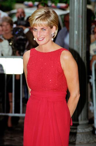 Фото №19 - 60 красных нарядов: как принцесса Диана носила любимый цвет