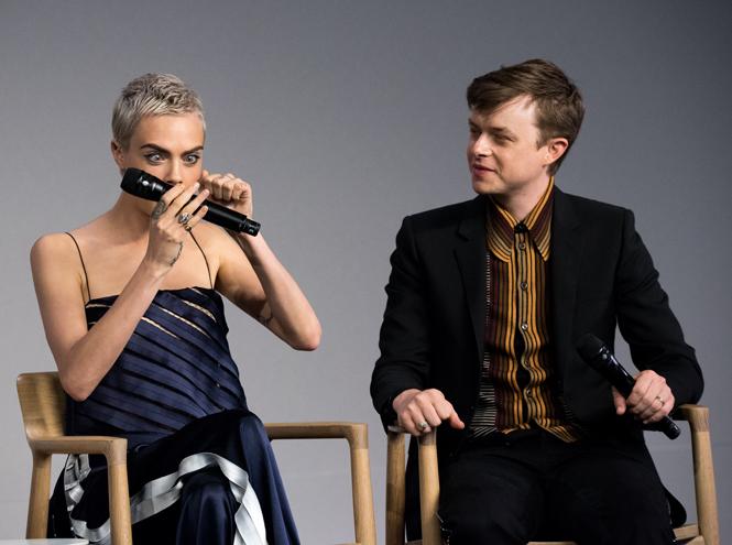 Фото №50 - Фейспалм и губы уточкой: самые смешные фото Кары Делевинь