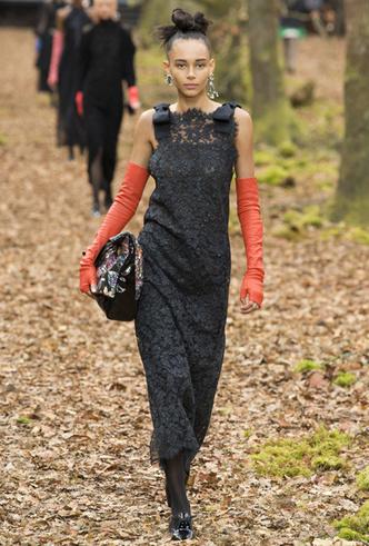 Фото №3 - Новогодний образ: топ-15 кружевных платьев для главного вечера