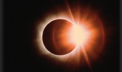 Фото №1 - Сегодня в полночь луна перекроет солнце