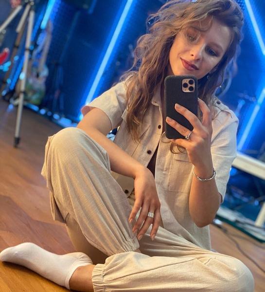 Фото №1 - Дерзкая девчонка: Лиза Арзамасова выложила видео в секси-образе