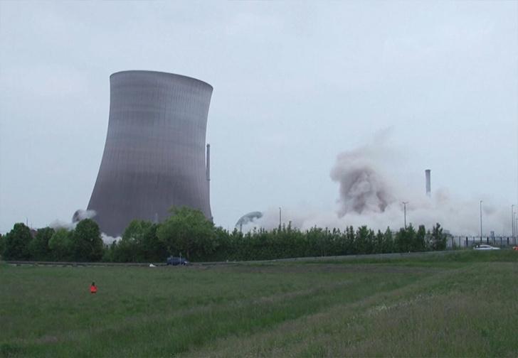 Фото №1 - В Германии втайне от зевак взорвали одну из последних атомных электростанций (видео)