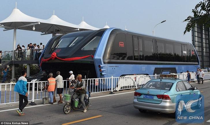 Фото №3 - В Китае начали тестировать «автобус будущего»