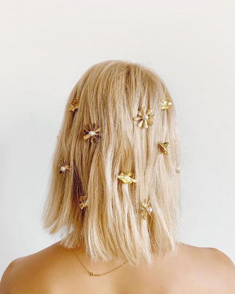 Фото №13 - 13 классных причесок на выпускной для коротких волос
