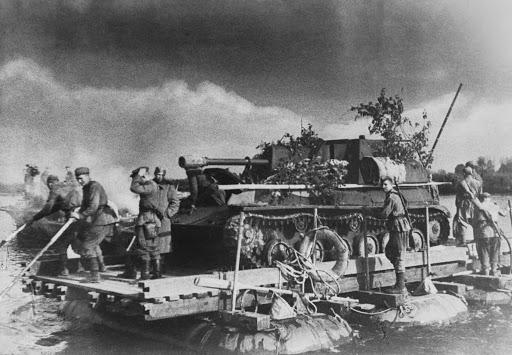 Низкая масса СУ-76— почти три раза легче Т-34— обеспечивала отменную мобильность и высокую проходимость