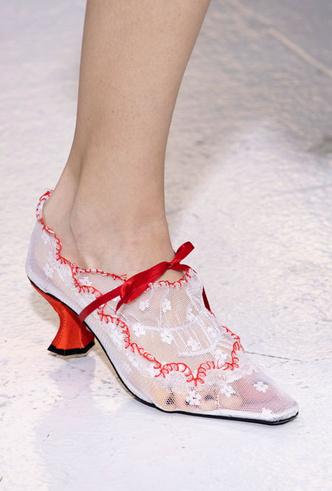 Фото №43 - Самая модная обувь весны и лета 2020: советы дизайнеров