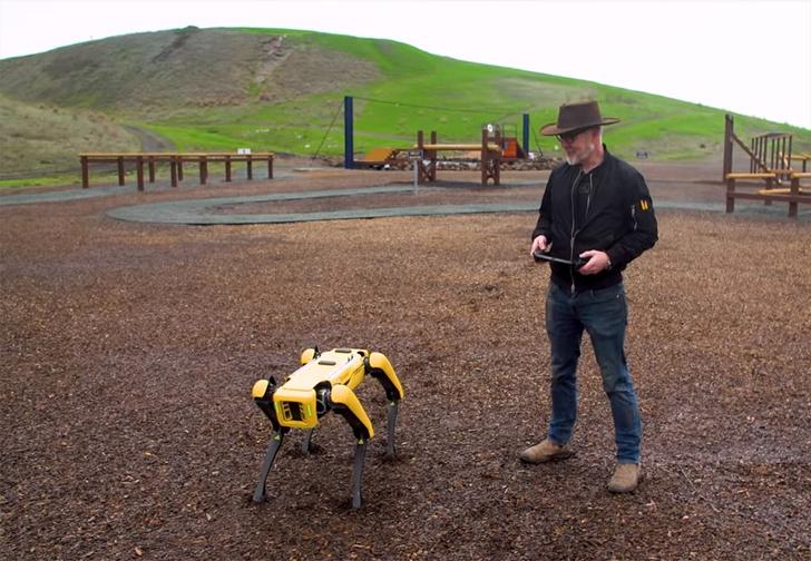 Фото №1 - Адам Сэвидж из «Разрушителей легенд» займется дрессировкой робопса от Boston Dynamics (видео)