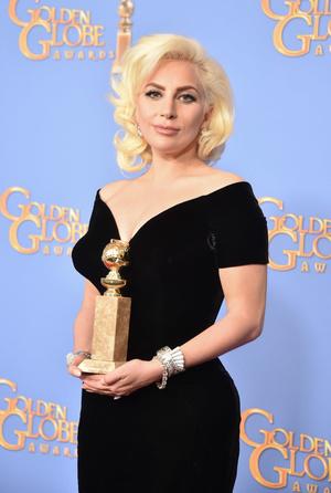 Фото №44 - Легенды «Золотого глобуса»: самые знаменитые наряды в истории премии