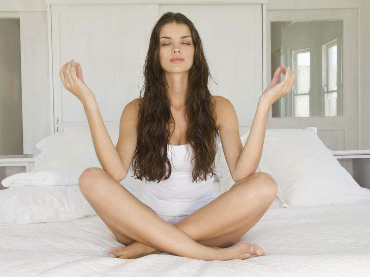 Фото №1 - 4 способа наладить гормональный баланс с помощью йоги
