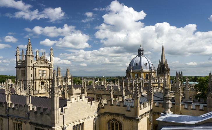 Фото №1 - Как «засыпают» абитуриентов Оксфорда и Кембриджа?