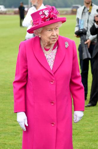 Фото №3 - С Королевой Елизаветой вновь случился конфуз (но она осталась невозмутимой)