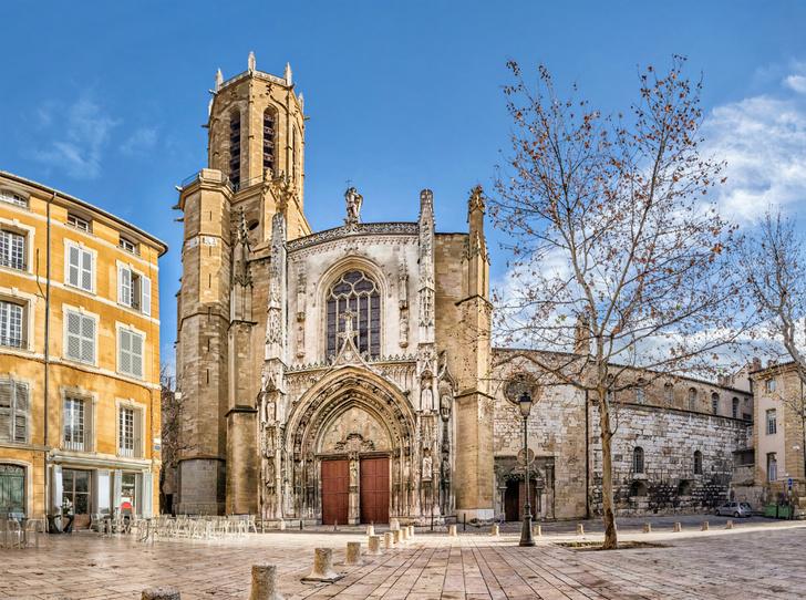 Фото №8 - Топ-5 мест во Франции, куда стоит отправиться именно весной