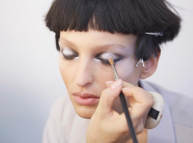 Фото №7 - Black&White: как повторить макияж с показа Giorgio Armani SS18 в Милане