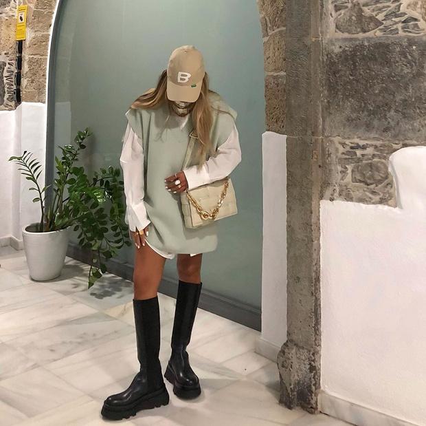 Фото №3 - По заветам блогеров: как носить тренд этого сезона — трикотажные жилеты
