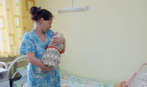 Фото №1 - Педиатр: держать младенцев столбиком после еды бессмысленно