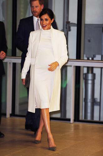 Фото №2 - Как герцогиня Меган переживает стресс (и почему она все реже «держит» живот)