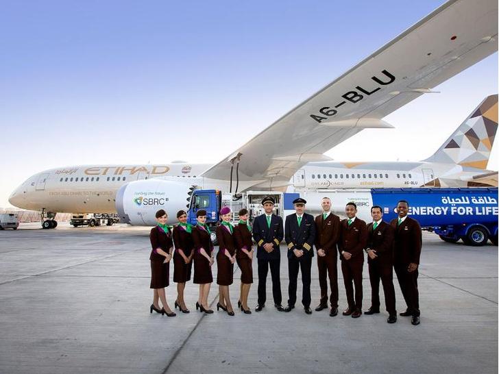 Фото №1 - Пассажирский самолет пролетел семь часов на биотопливе