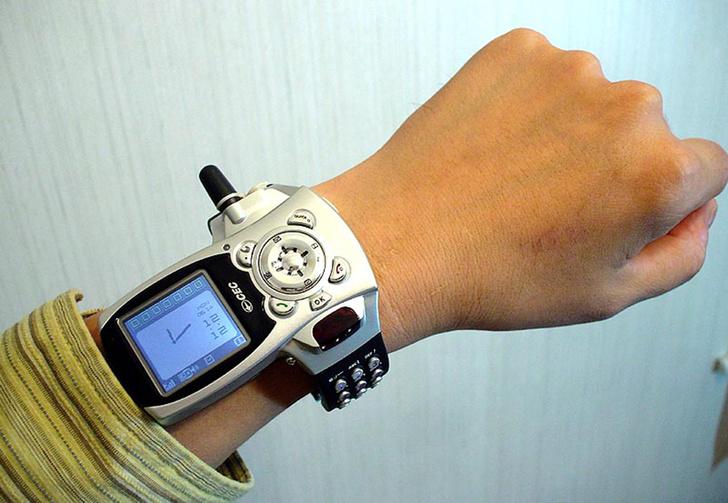Фото №1 - Самые странные телефоны из прошлого, которые на фоне современных смартфонов выглядят внезапно футуристично