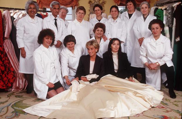 Фото №5 - Неповторимая Кэтрин Уолкер: любимый дизайнер принцессы Дианы и Кейт Миддлтон