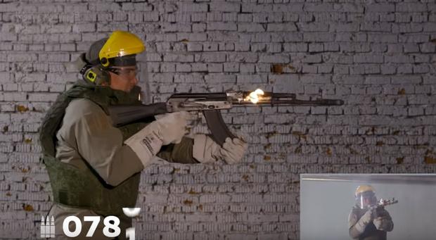 Фото №1 - Как долго выдержит автомат Калашникова в режиме безостановочной стрельбы (видео)