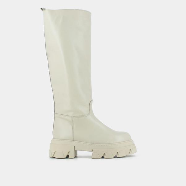 Фото №7 - Временами дождь: 4 пары грубых ботинок в цвете экрю