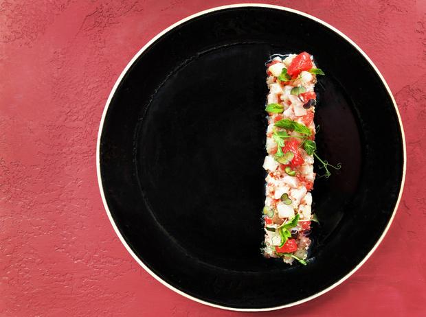 Фото №4 - 4 рецепта рыбных салатов для летнего обеда