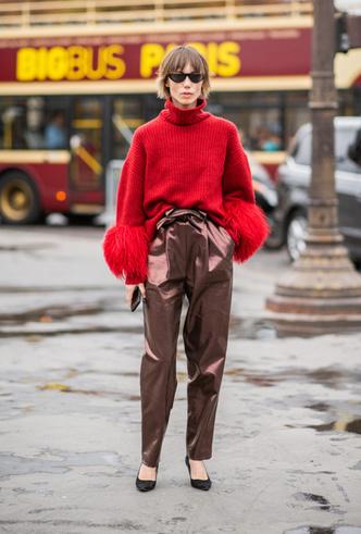 Фото №8 - Стальной блеск: как носить вещи в цвете металлик повседневно