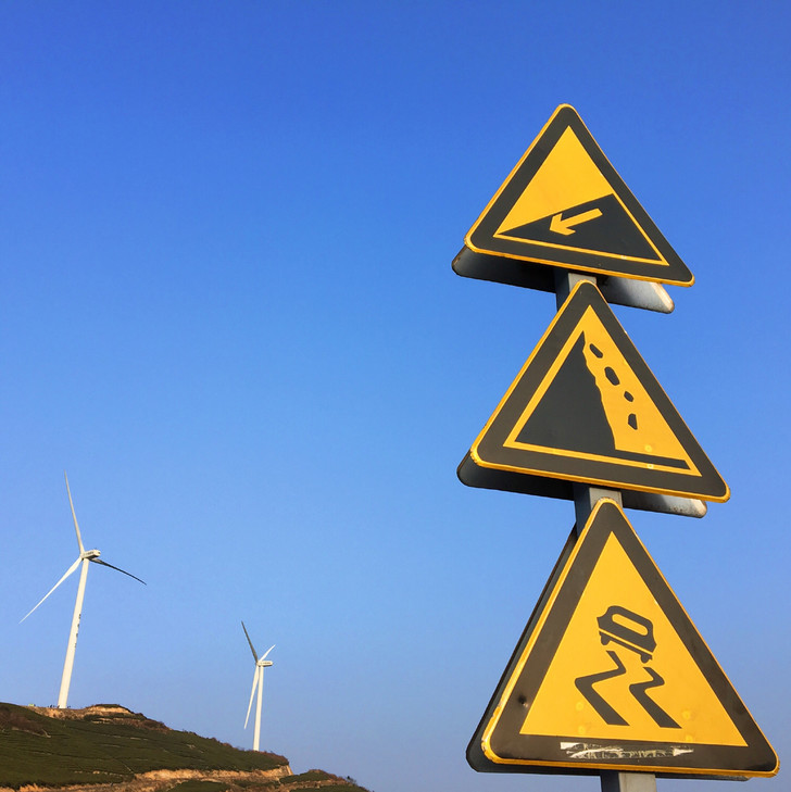 Фото №7 - Таинственные символы: какие дорожные знаки используют в разных странах мира и почему