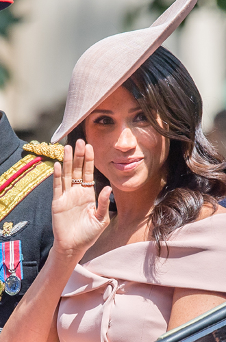 Фото №5 - Герцогиня Меган тратит на наряды больше герцогини Кейт