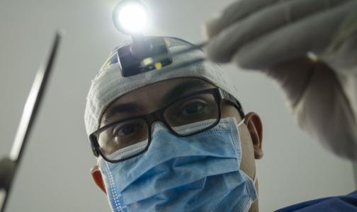 Фото №1 - Суд заставил стоматологическую клинику заплатить за испорченную улыбку петербурженки