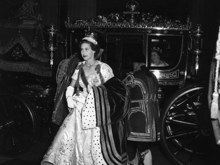 Фото №1 - Опасная неосторожность: как принцесса Маргарет «украла» коронацию у Елизаветы II
