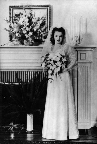 Фото №11 - Как выходили замуж легенды Голливуда: самые красивые ретро-фотографии