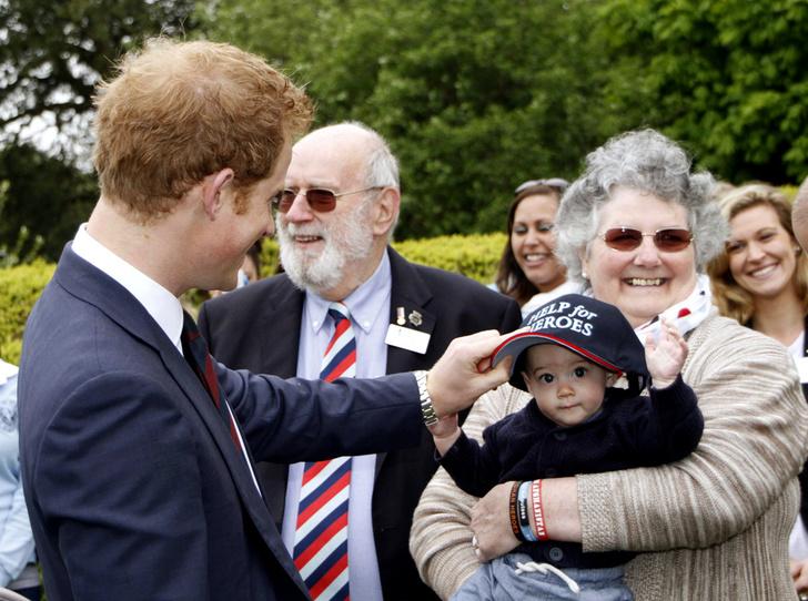 Фото №26 - 25 фотодоказательств, что принц Гарри будет отличным отцом