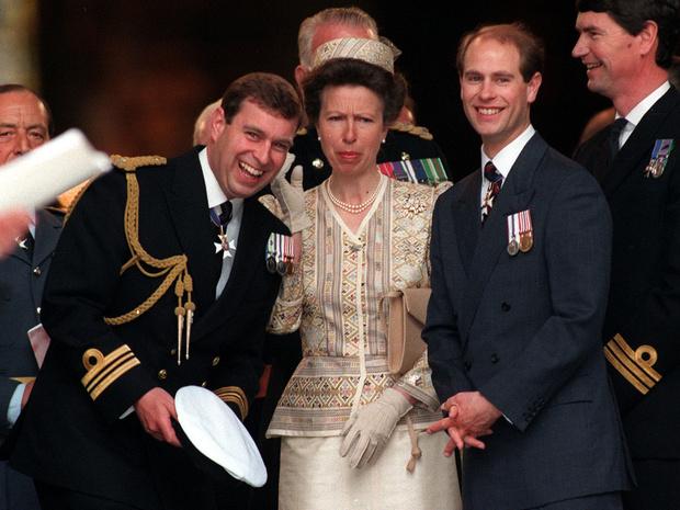 Фото №1 - Загадки Короны: почему принцесса Анна дальше от престола, чем ее младшие братья