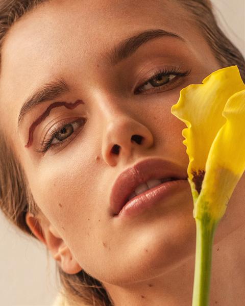Фото №8 - Школа флористики: 4 интересных приема для «цветочного» макияжа