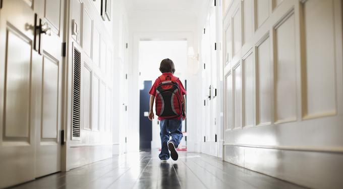 Когда можно отпускать ребенка в школу одного?