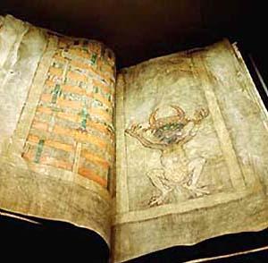 Фото №1 - В Чехию вернулась «Библия Дьявола»