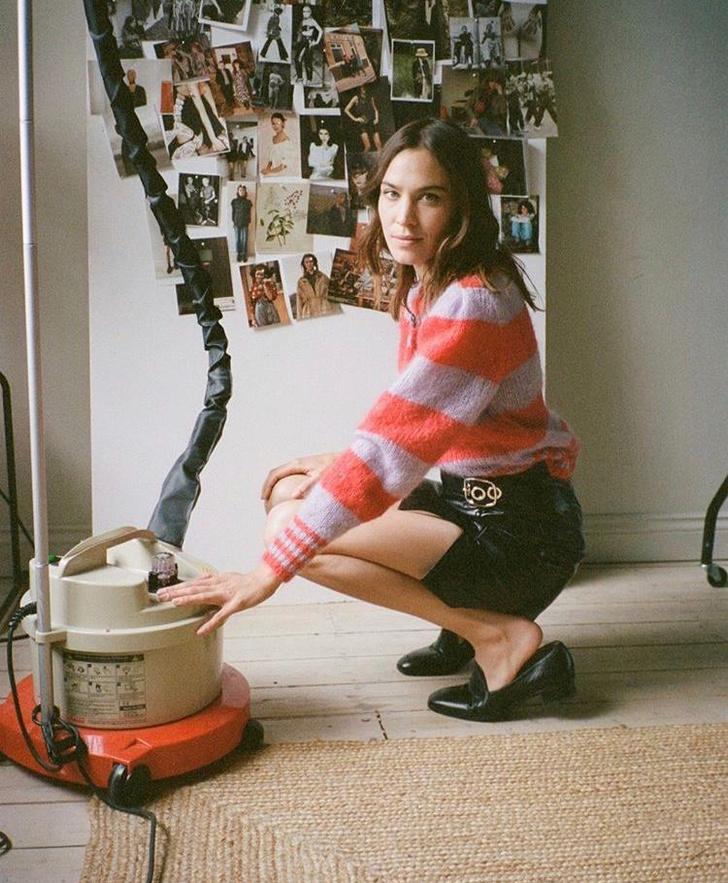 Фото №2 - Пушистый свитер + кожаная юбка— осенний образ как у Алексы Чанг