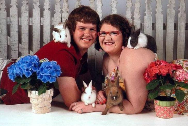 Фото №1 - 26 ужасных и нелепых фотографий людей с животными
