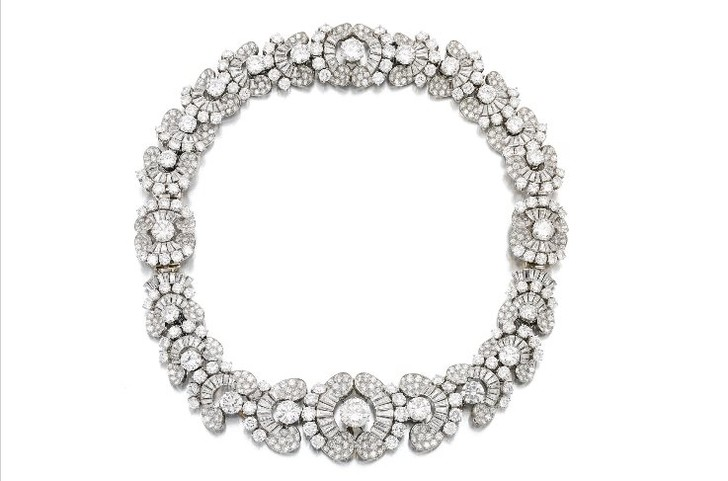 Бриллиантовое ожерелье с цветами (200–330 тыс. фунтов стерлингов)