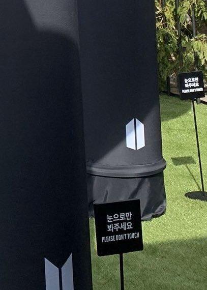 Фото №1 - BTS нарушили правила в собственном pop-up магазине