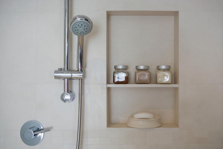 Фото №5 - 7 секретов, как вместить все необходимое в маленькую ванную