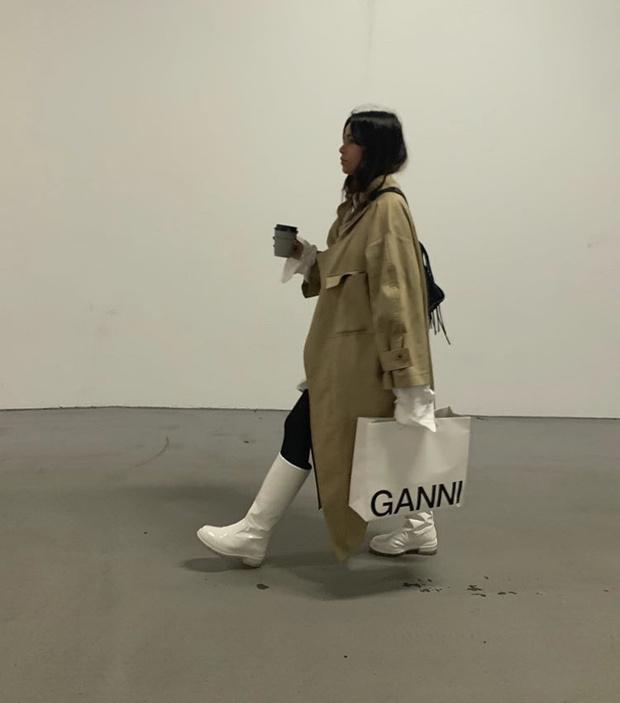 Фото №21 - С чем носить резиновые сапоги: показывают шведские и датские блогеры