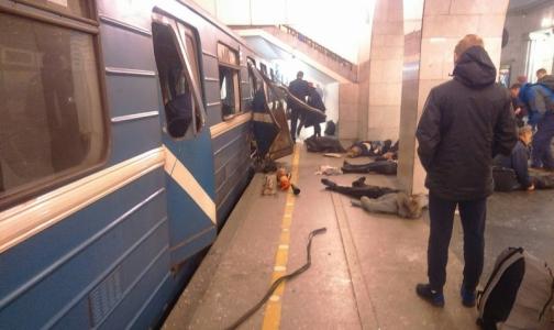 Фото №1 - В больницы Петербурга начали доставлять пострадавших при взрыве на синей ветке метрополитена