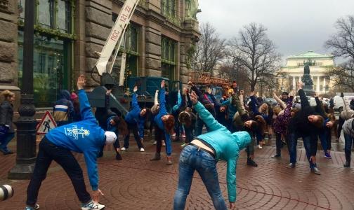 Фото №1 - В Петербурге Всемирный день здоровья отметили зарядкой под дождем