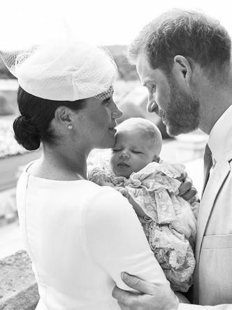 Фото №27 - Самые стильные образы королевских мам на крестинах их детей