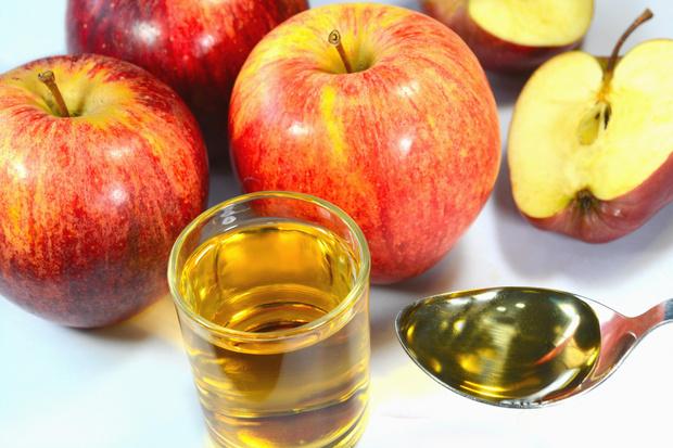 Фото №1 - Яблочный уксус для похудения: кисло пей, через край не лей?