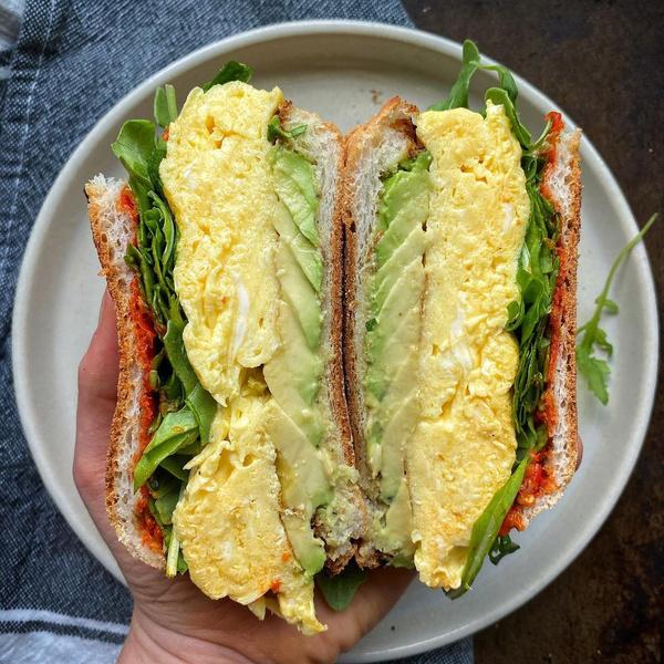 Фото №2 - Пальчики оближешь: 5 рецептов вкусных сэндвичей
