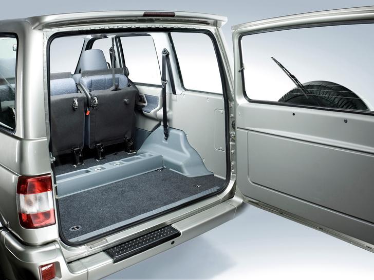 Фото №2 - Почему на «УАЗ-ПАтриот» багажник открывается со стороны проезжей части?
