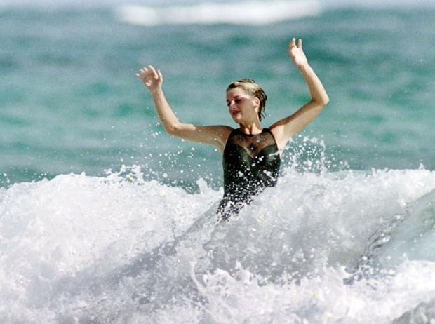 Фото №28 - Принцесса пляжа: бикини-стиль Дианы